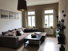 Super Gemütliche Wohnzimmer-einrichtungsidee: Große Altbaufenster ... Sitzgarnitur Wohnzimmer Modern