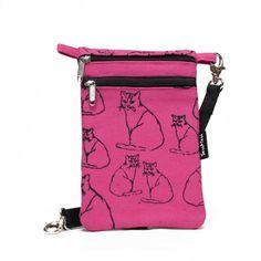 Pieni käsilaukku sopii hyvin kännykkälaukuksi tai passipussiksi.