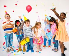 Group of kids celebrate birthday party together Photo First Birthday Favors, Birthday Party Tables, 6th Birthday Parties, Birthday Celebration, Wedding Bride, Wedding Favors, Finger Painting For Kids, Party Catering, Stock Foto