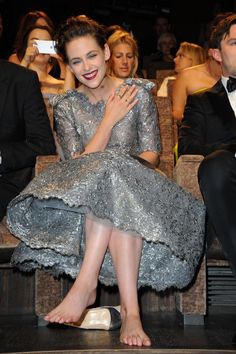 Share, rate and discuss pictures of Kristen Stewart's feet on wikiFeet - the most comprehensive celebrity feet database to ever have existed. Kristen Stewart Twilight, Kristen Stewart Movies, Rachel Mcadams Legs, Beautiful Celebrities, Beautiful People, Actress Feet, Kristen Stewart Pictures, Kate Middleton Dress, Kirsten Dunst
