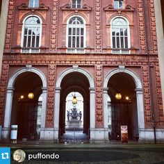 #Torino raccontata da puffondo per #inTO #into Nel cortile di Palazzo Carignano. #gcpf904