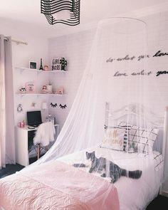 Boa noite 🌙 🐈 ✨ romy's room in 2019 сп Dream Rooms, Dream Bedroom, Teen Room Decor, Bedroom Decor, Cosy Room, Teen Girl Rooms, Gold Bedroom, Awesome Bedrooms, Room Inspiration