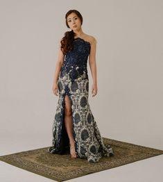 Modern Kebaya, Batik Fashion, Surabaya, Pretty Dresses, Ethnic, To Go, Graduation, Prom, Glamour