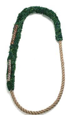 Willemijn de Greef - necklace Touw-porselein (Rope-Porcelain) 2009, green yarn, glazed porcelain, hemp cord - 810 x 280 x 49 mm