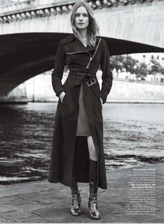 SUEDE COAT Vogue US December 2014 by Karim Sadli Vogue US December issue provides the perfect inspiration for the flare in the air perfected on Natalia Vodianova styled by Grace Coddington. Natalia Vodianova, Mario Testino, Fashion Shoot, Editorial Fashion, Fashion Outfits, Fashion Art, High Fashion, Suede Coat, Vogue Us
