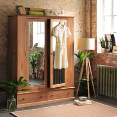 Appleby oak Wide Double Wardrobe : Armarios y cómodas de The Cotswold Company Oak Wardrobe, Antique Wardrobe, Double Wardrobe, Wardrobe Drawers, Wooden Wardrobe, Sliding Wardrobe Doors, Wardrobe Design Bedroom, Mirrored Wardrobe, Wardrobe Ideas