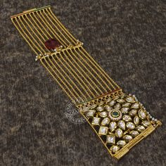 18k Gold Jewelry, Jewelry Clasps, Jewelry Bracelets, Gold Bangles Design, Gold Jewellery Design, Trendy Jewelry, Fashion Jewelry, Victorian Jewelry, Jewels