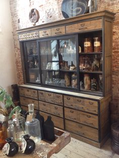 Apothekerskast Steel Cabinet, Wall Finishes, Cool Furniture, Liquor Cabinet, Dining Room, House Design, Cupboards, Bookcases, Storage