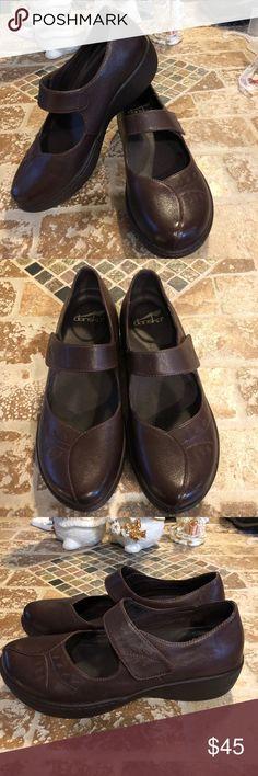 Dansko slip resistant size 38 Dansko really good condition. Slip resistant. Dansko Shoes