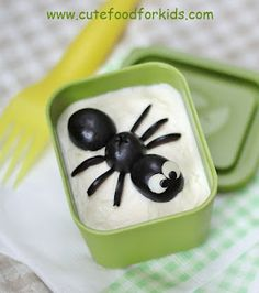 Spider in my bento for Halloween Food Art For Kids, Cooking With Kids, Toddler Meals, Kids Meals, Cute Food, Good Food, Cake Pops, Bug Snacks, Cool Lunch Boxes