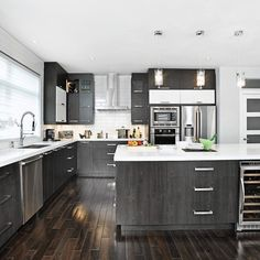 Large kitchen with an island that has a large counter area to work Custom Kitchens, Grey Kitchens, Home Kitchens, Home Decor Kitchen, Kitchen Interior, New Kitchen, Island Kitchen, Small Space Interior Design, Küchen Design