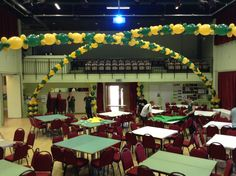 Green and yellow link balloon arch for a college sport event.