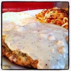 Chicken fried steak and hash brown Great Recipes, Favorite Recipes, Yummy Recipes, Chicken Fried Steak, Good Food, Yummy Food, Main Meals, Main Dishes, Delish