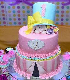 Bolo circo rosa menina Carnival Cakes, Circus Cakes, Carnival Themed Party, Carnival Birthday Parties, Circus Party, Birthday Party Themes, Carousel Birthday, Circus Birthday, Birthday Cake Girls