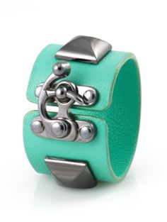 Classique XL Pyramid Latch Cuff | Mint Leather