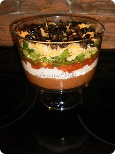 This dish is perfect for a party! Mexican Layered Dip in Trifle Bowl is easy to assemble and really pretty. Not to mention yummy for the tummy. Mexican Food Recipes, Snack Recipes, Cooking Recipes, Snacks, Yummy Recipes, Spanish Recipes, Dip Recipes, Recipies, Trifle Bowl Recipes
