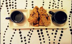 Coffee Break with Cantucci con mandorle e cioccolato homemade