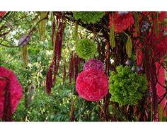 Arreglo de flores en esfera roja y verde  El Encanto / jardín para boda / Puebla