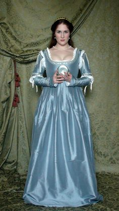 Fiaba Gown DecosaDesigns