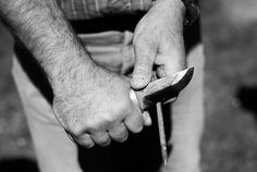 Expert knife maker Arthur Forlin from Megève creates beautifully crafted knives with handles made from wood or deer horn, and the blades made from recycled steel. Deer Horns, Knife Making, Knives, Hunting, Rings For Men, Steel, Wood, Deer Antlers, Knifes