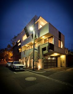 The Hive Apartment by ITN Architects. The facade of this Melbourne house for an architect and a street artist has built-in graffiti. Amazing Architecture, Modern Architecture, Beautiful Buildings, Beautiful Homes, Modern Design Pictures, Grey Wall Color, Melbourne House, Melbourne Art, Grafiti