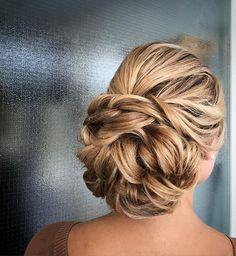 Nutturakampaus / pitkien hiusten kampaus Wedding Hairstyles, Cool Hairstyles, Good Hair Day, Updos, Hairdos, Pixie Cut, Prom Hair, Hair Inspiration, Hair Beauty
