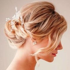 Amazing Wedding Hairstyles for Medium-Length Hair New Bridal Hairstyle, Wedding Hairstyles For Medium Hair, Easy Summer Hairstyles, Romantic Hairstyles, Bride Hairstyles, Hairstyles Haircuts, Bridesmaid Hairstyles, Lob, Red Hair Brides