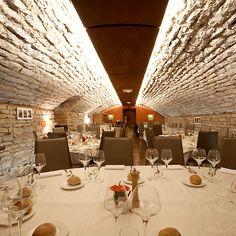 Restaurant Le Caveau des Arches - a restaurant in Beaune, France (Burgundy).  Located at 10 Boulevard de Perpreuil, 21200 Beaune