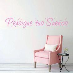 """Vinilos con la frase """"Persigue tus sueños"""" con estrellitas. Pegatinas de pared con frase original para decoración: """"Persigue tus sueños"""" con estrellitas."""