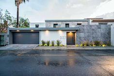 55 Ideas for exterior facade design apartments Exterior Wall Design, Facade Design, Modern Exterior, Architecture Design, Exterior Signage, House Gate Design, Villa Design, Modern House Facades, Modern House Design