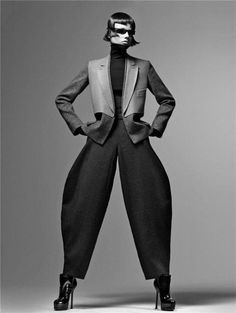 Sculptural Fashion - tailored trousers with exaggerated shape; wearable art by Stefano Pilati Foto Fashion, Fashion Art, High Fashion, Fashion Beauty, Fashion Design, Fashion Trends, Craig Mcdean, Mode Editorials, Sculptural Fashion