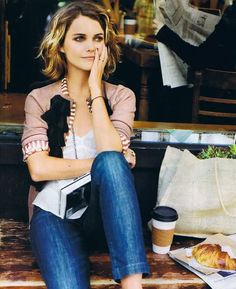 Love this look short ombre hair- and the adorable Keri Russell My Hairstyle, Cool Hairstyles, Elegant Hairstyles, Blonde Hairstyles, Hairstyle Ideas, Medium Length Wavy Hair, Short Wavy, Short Ombre, Wavy Lob
