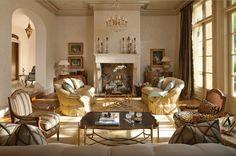 In Good Taste:Betty Lou Phillips - Design Chic #Homes #HomeDecorators #LivingRoomIdeas