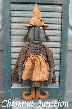 Wanda Witch is a primitive Halloween black doll. She will measure 21 when complete.  ePattern is INSTANT DOWNLOAD...no waiting!!!  You are not purchasing the finished doll...you are purchasing a digital download epattern.  Thanks so much for stopping by Chestnut Junction!!! Happy Crafting