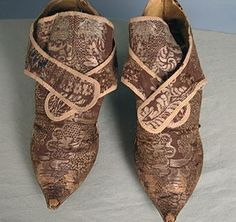 Silk Brocade shoes 1720-40 Augusta Auctions #babilandbijoumusecontest