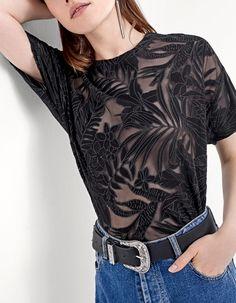 T-shirts sur Stradivarius online. Entre et découvre T-shirts qui tattendent | Retours gratuits.