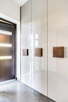 Wall Wardrobe Design, Wardrobe Door Designs, Wardrobe Room, Bedroom Closet Design, Bedroom Furniture Design, Home Room Design, Closet Designs, Master Bedroom Interior, Bedroom Cupboard Designs