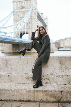 How to style an oversized pant suit Checked Suit, Comparing Yourself To Others, Professional Look, Platform Boots, Ribbed Sweater, Looking Back, Most Beautiful, Personal Style, How To Become