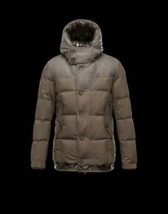 Moncler Uomini Giacca Pyrenees Militare Verde €272.82