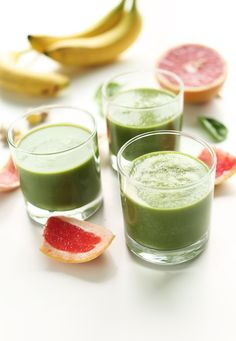 6 Ingredient Grapefruit Green Smoothie! #vegan #glutenfree and naturally detoxifying #healthy
