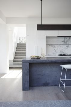 Modern kitchen using stone and concrete for finishes | Décor Aid