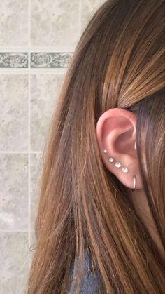Piercing 4 lobes 1 hélix Ear Piercing Guide, Lobe Piercing, Piercing Tattoo, Fancy Earrings, Sapphire Earrings, Stud Earrings, Cute Ear Piercings, Multiple Ear Piercings, Ear Jewelry