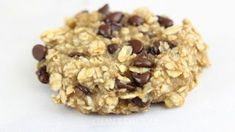 3-Ingredient Banana Oatmeal Breakfast Cookies #cookies #breakfast #banana #oatmeal #chocolate   www.cleananddelicious.com @danispies