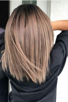 50 Chic and Trendy Straight Bob Haircuts and Colors To Look Special Bob hairstyles are one of the hottest hair trends in Hollywood. They are super easy to style and so versatile. Brown Hair Shades, Light Brown Hair, Brown Hair Colors, Dark Brown, Blonde Shades, Hairstyle Color, Haircut And Color, Hairstyle Ideas, Perfect Hairstyle