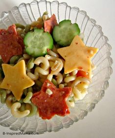 Buy a star-shaped cookie cutter once, eat super-fun pasta salad forever. 29 Fun And Easy Fourth-Of-July Treats Your Kids Will Love Fun Pasta, Pasta Salad For Kids, Salads For Kids, Tortellini, Penne, 500 Calories, Toddler Meals, Kids Meals, Toddler Food