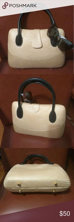 Desenyo Buntal Hand Bag. Desenyo Buntal hand bag, preloved in good condition. So chic Desenyo Buntal Bags Totes