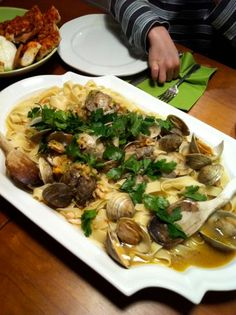 Pasta with Extreme White Clam Sauce: This is a stupidly clammy sauce, so full of clams, it should really be called Clams with Pasta. Fish Dishes, Seafood Dishes, Pasta Dishes, Seafood Recipes, Pasta Recipes, Cooking Recipes, Recipe Pasta, Clam Pasta, White Clam Sauce