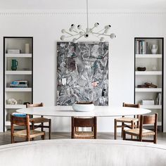 Belgian architect and interior designer paired an Eero Saarinen table with Charlotte Perriand chairs in this Paris apartment. Discover more of his work in Link in bio! Saarinen Tisch, Saarinen Table, Living Room Designs, Living Spaces, Best Interior, Interior Design, Paris Apartments, Of Wallpaper, Home And Living