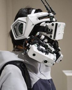 Between cyberpunk, cosplay and DIY, here are the impressive creations of the Japanese Hiroto Ikeuchi, who handcraft futuristic objects and accessories with an… Cyberpunk Aesthetic, Arte Cyberpunk, Cyberpunk Fashion, Cyberpunk Tattoo, Cyberpunk 2020, Arte Tech, Motion Design, Arte Robot, Sci Fi Armor