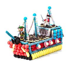 composition bonbon bateau pirate - Candy-Mail Plus Birthday Candy, Pirate Birthday, Pirate Party, Food Carving, Candy Cakes, Candy Bouquet, Candy Shop, Baby Party, Baby Food Recipes
